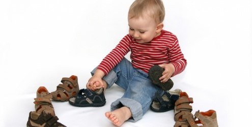 Resultado de imagem para como escolher sapato de criança