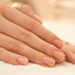 Como deixar as unhas das mãos resistentes?